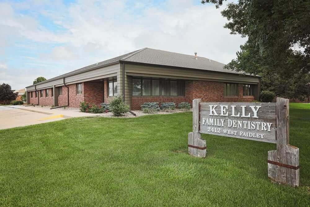 Kelly Family Dentistry Exterior and Sign